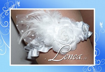 Podvazek Elegant bílý květ s peříčky 2