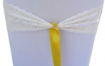 Krajková mašle smetanová s broží a jasně žlutou stužkou-zapůjčení