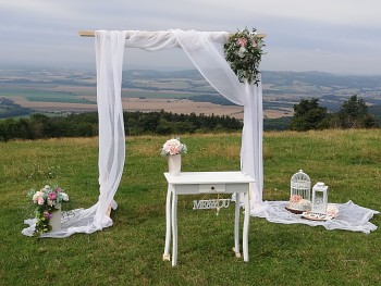 Svatební slavobrána přírodní